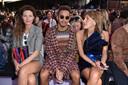 Lewis Hamilton tijdens een modeshow in Milaan.