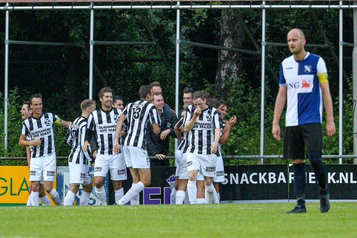 Gemert viert de 0-5 tegen SDO woensdagavond. Links Jens Leijten (met aanvoerdersband).