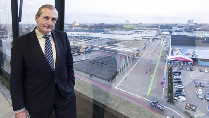 Henk Broeders, de nieuwe directeur van de Jaarbeurs, kijkt vanuit zijn kantoor uit over het complex.