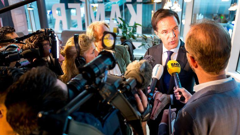 Premier Mark Rutte staat de pers te woord na de bekendmaking van het VVD-partijprogramma. Beeld anp