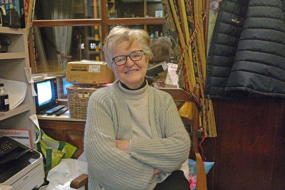 De fiere uitbaatster Eliane Feliers (62) stond de volgende dag weer klaar in haar zaak, de blauwe plekken zijn niet te zien.
