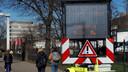 Tekstborden in de stad waarschuwen automobilisten: de Waalbrug is woensdagavond vanaf 21.00 uur dicht tot donderdagochtend 06.00 uur.