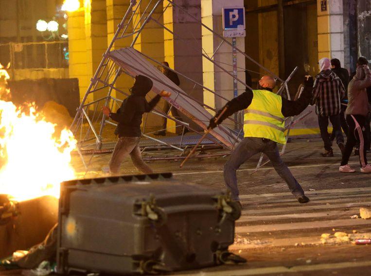 Ook in Marseille kwam het zaterdag tot hevige rellen.