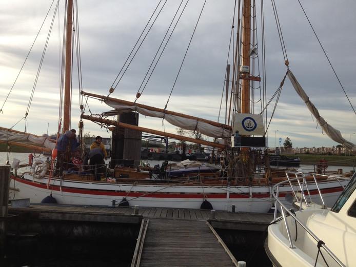 Het actieschip Christiania, dat een Europese rondreis maakt om 'oergranen te promoten, deed donderdag een dagje Vlissingen aan.