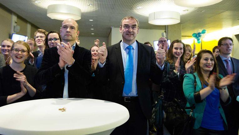 Gert-Jan Segers (Christenunie, L) en senator Roel Kuiper (R) in het Provinciehuis van Zuid-Holland voor de uitslagenavond van de Provinciale Statenverkiezingen. Beeld anp