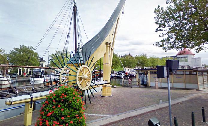 De stadskraan is in 2013 van de Westhavenkade verwijderd.