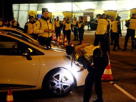 Kassa bij massale politiecontrole op snelwegen rond knooppunt Gorinchem