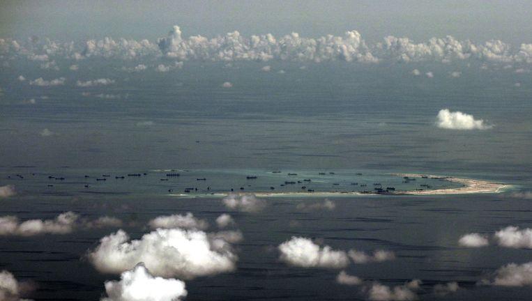 Een door China opgespoten eilandje. Het gaan niet om het betreffende Woody Island. Beeld Afp