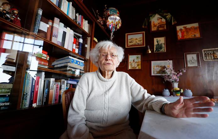 Lisel Heise in haar woonkamer thuis.