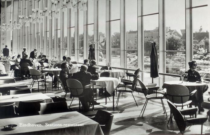 De restauratie in het station Eindhoven eind jaren vijftig