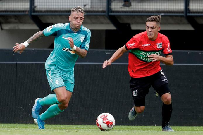 Verdediger Bart van Rooij (rechts in actie tijdens het oefenduel van NEC tegen Osasuna) is opgeroepen voor Oranje onder 19.