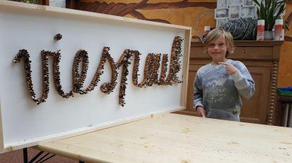 """Baptiste (9) maakt kunstwerk van 1.000 sigarettenpeuken: """"We hebben niet lang moeten zoeken, jammer genoeg"""""""