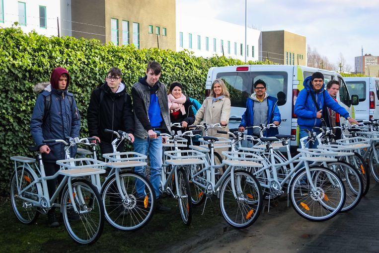 Vlotter schenkt vijftien nieuwe fietsen aan de leerlingen van SBGO Groenlaar.