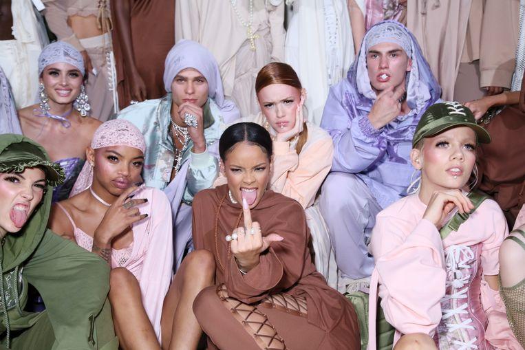 Rihanna (midden) bij de lancering van Fenty X Puma in 2016. Beeld Getty Images Europe