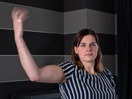 Brigit (24) uit Barneveld is ten einde raad: haar spieren trillen onbedwingbaar en niemand weet waarom