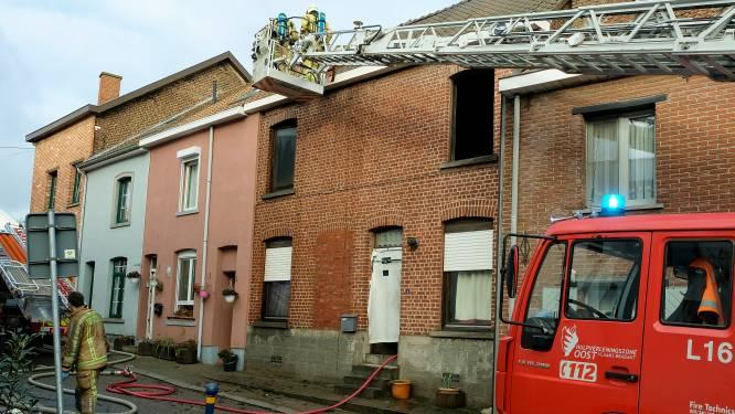Spelende kinderen oorzaak van woningbrand? Buren vangen moeder en 5 kinderen op