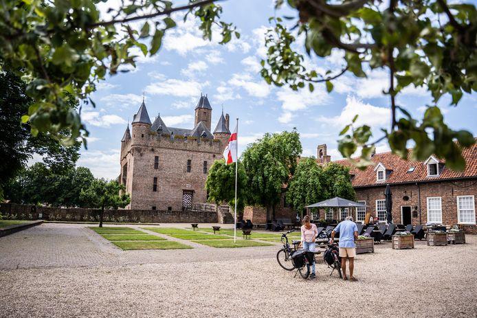 De binnenplaats van Kasteel Doornenburg.