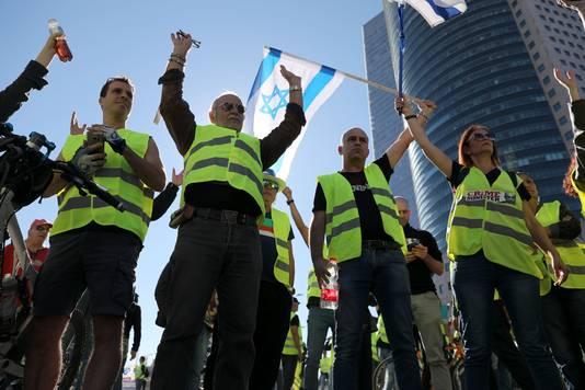 Prijzen van elektriciteit, water, melk en brood stijgen snel in het toch al dure Israël.