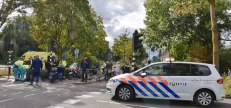 Scooterrijder naar ziekenhuis na botsing met fietser in Oisterwijk