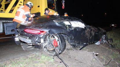 Koppel zwaargewond na duik met exclusieve sportwagen