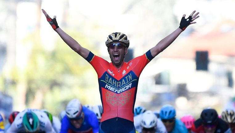 Vincenzo Nibali viert zijn overwinning. Beeld photo_news