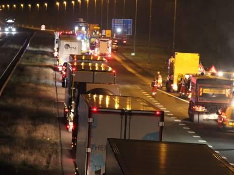 Wegwerkers aangereden door vrachtwagen op A1 bij Holten