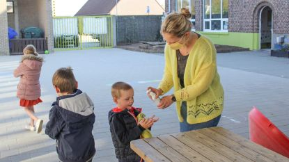 """Vrije Basisschool De Regenboog vangt kinderen van zorgpersoneel op: """"Ook leerkrachten die vrijwillig hun vakantie opofferen, zijn helden"""""""
