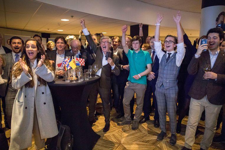 Aanhangers van Forum voor Democratie na de bekendmaking van de exitpoll op de avond van de verkiezingen voor de Provinciale Staten.  Beeld Werry Crone