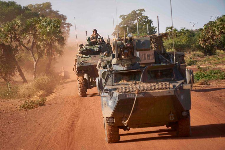 Franse pantserwagens op patrouille in Burkina Faso. De Franse militairen werken in hun strijd tegen jihadistische milities samen met troepen van de zogenoemde G5, bestaand uit Mali, Niger, Tsjaad, Mauritanië en Burkina Faso. Beeld AFP