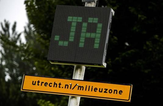 In Utrecht kunnen automobilisten ook checken of hun auto de stad nog in mag.