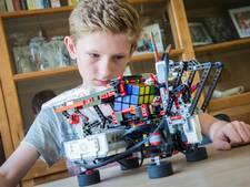De robot van Senne (12) lost Rubiks kubus binnen 100 seconden op