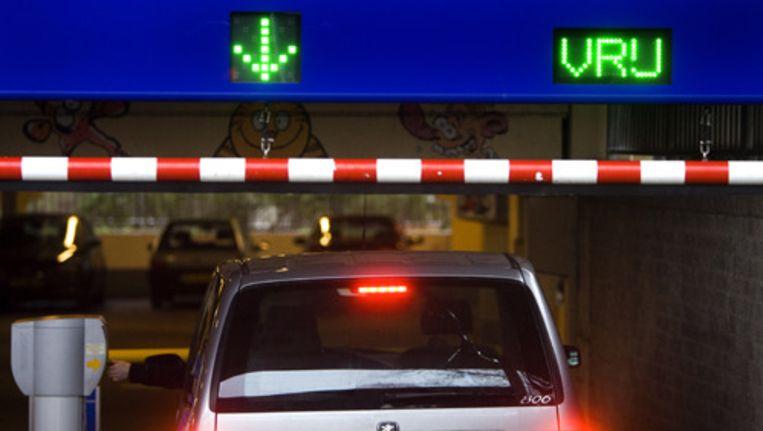 Volgens de verordening moeten garagehouders voortaan bij het stadsdeel melden welke auto er staat. Foto ANP Beeld