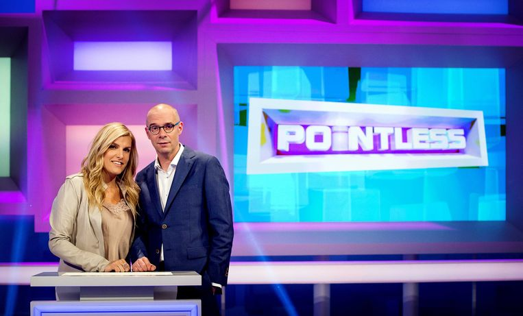 Lucille Werner met Owen Schumacher, co-host van Pointless. Beeld anp