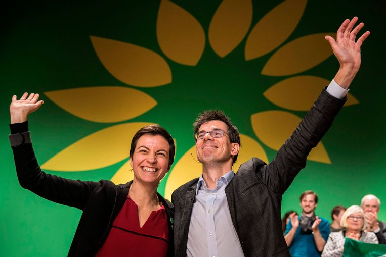 Bas Eickhout (GroenLinks) samen met de Duitse europarlementariër Ska Keller (Bündnis 90/Die Grünen).  Beeld AFP
