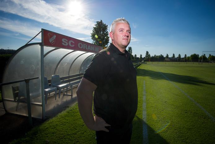 SC Oranjetrainer Carel van der Velden. foto Rolf Hensel IPTCBron  ROH  SC Oranjetrainer Carel van der Velden