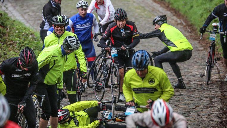 Op de Koppenberg, waar de kasseien er glad bijlagen, was het zwoegen geblazen voor veel wielertoeristen.