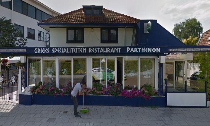 Het pand naast het voormalige OAD-pand aan de Burgemeester Van der Borchstraat in Holten, waar het Grieks restaurant onderdak wilde vinden.
