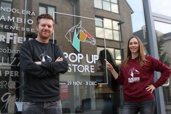 Jens Leen en Tine Paredis voor hun nieuwe pop-up winkel