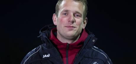 Voetbalclubs Hellendoorn en Diepenheim door met trainer