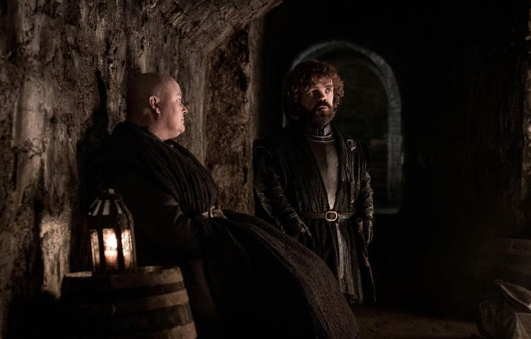 Varys en Tyrion schuilen in de grafkelders.