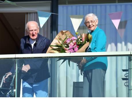 Adrie en Lena uit Breskens vieren 70 jarig huwelijk met weinig bezoek, maar veel telefoontjes