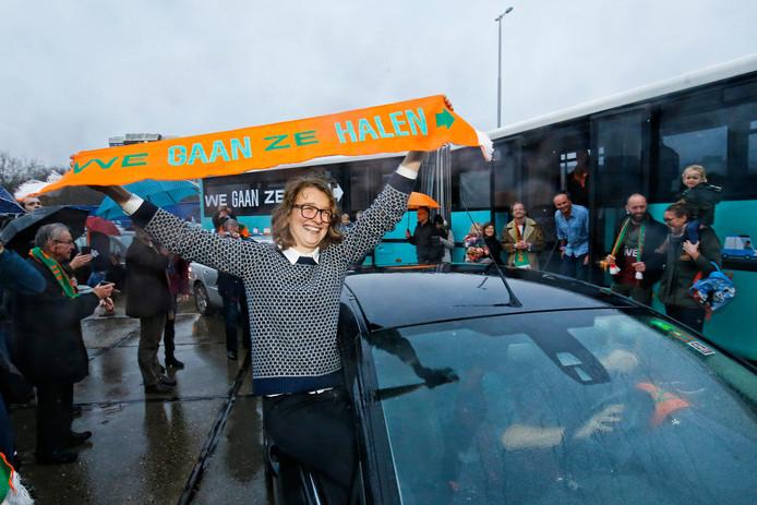 Tientallen auto's en een bus zijn vanochtend vanuit Utrecht naar Athene vertrokken.