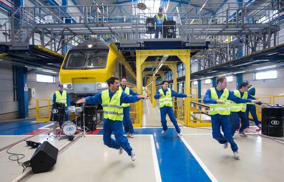 Opening van de nieuwe werkplaats van de NMBS in Hasselt Dansers openden de hal