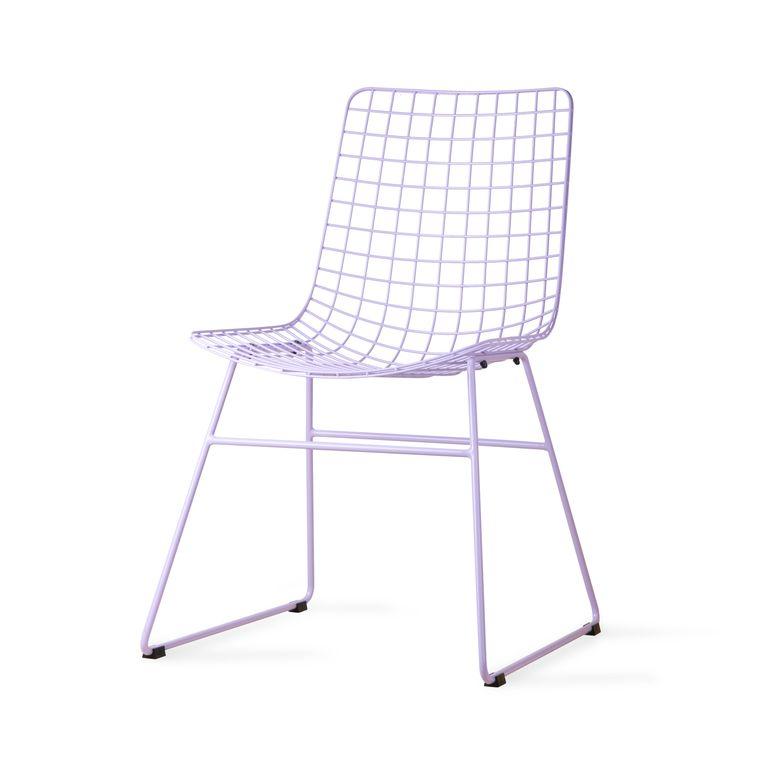 Binnen + op de vloer: 'Wire'-stoel van HKliving, € 169. flinders.nl Beeld