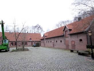Oppositie hekelt gebrek aan isolatie onder nieuw dak Hoeve Vandewalle