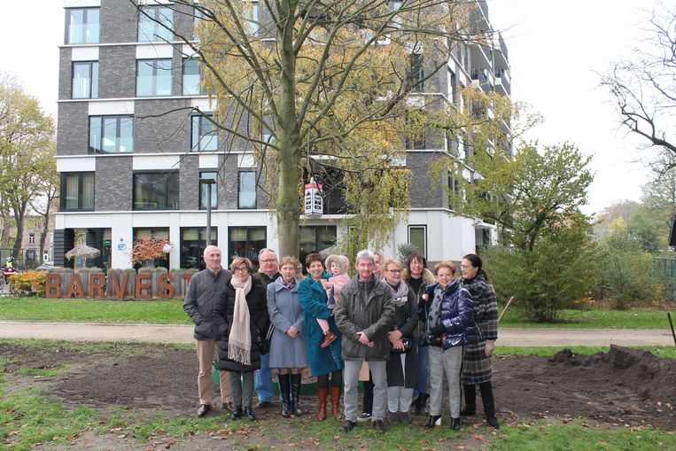 Op de plaats van de oude gasfabriek verrees recent een appartementsblok. Dit is een archieffoto met enkele bewoners.