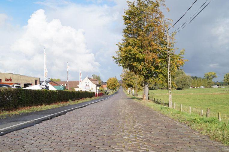 De Neringenstraat moet dringend heraangelegd worden.
