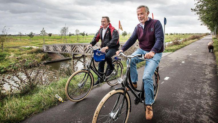 Schipholfonds-voorzitter Tom Egbers (links) en Schiphol-baas Jos Nijhuis. Beeld Guus Dubbelman / de Volkskrant