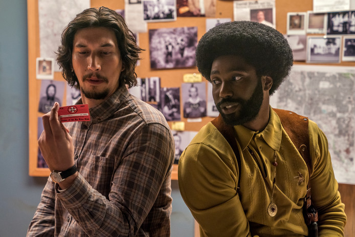Adam Driver stars als Flip Zimmerman en John David Washington als Ron Stallworth in Spike Lee's BlacKkKlansman.