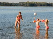 Lekker zwemmen in Putten bij zomerse temperatuur in oktober